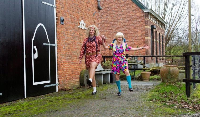 oneelvereniging D'Oekse Leute speelt vrijdag 13, zaterdag 14, vrijdag 20 en zaterdag 21 maart het stuk 'Trammelant op Hoeve Hopeloos' in het dorpshuis aan het Molenplein in Hoek.