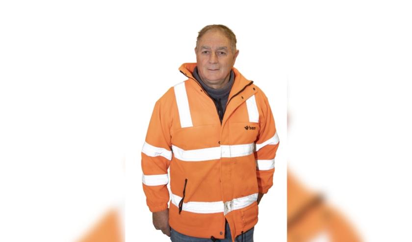 Elektricien Paul Molenbeek legt alle voorzieningen van de tijdelijke bouwplaats van de Nieuwe Sluis aan.