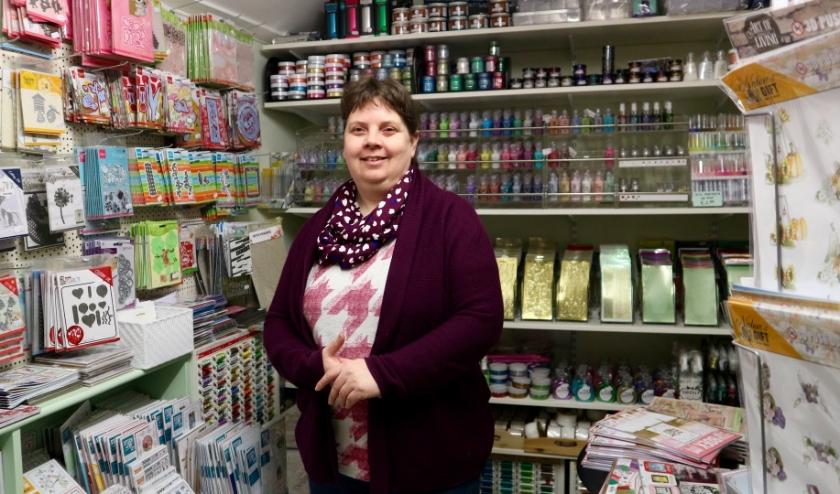 Cindy de Vriend runt snoepwinkel Olleke Bolleke en hobbyspeciaalzaak Vele Groeten in Sluis.
