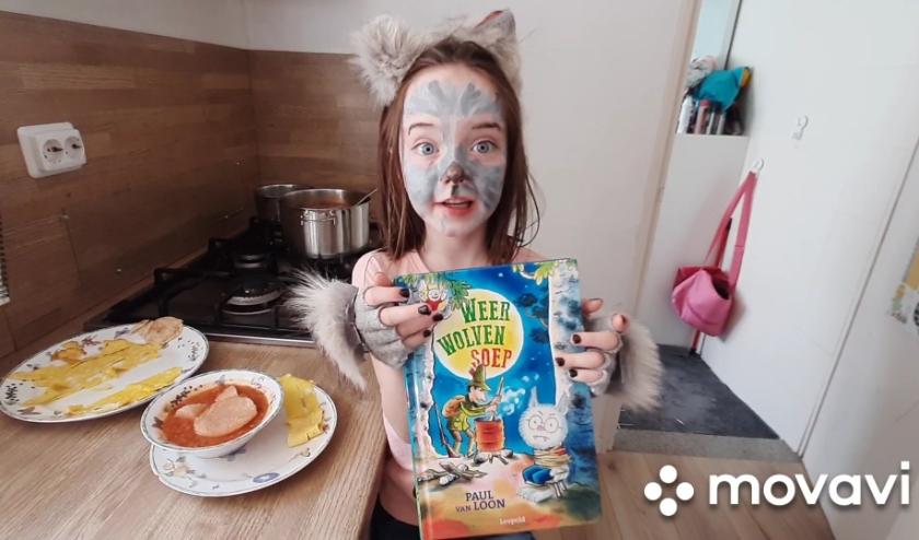 Livia Boussen (7) won een leuke prijs voor haar school OBS De Berenburcht