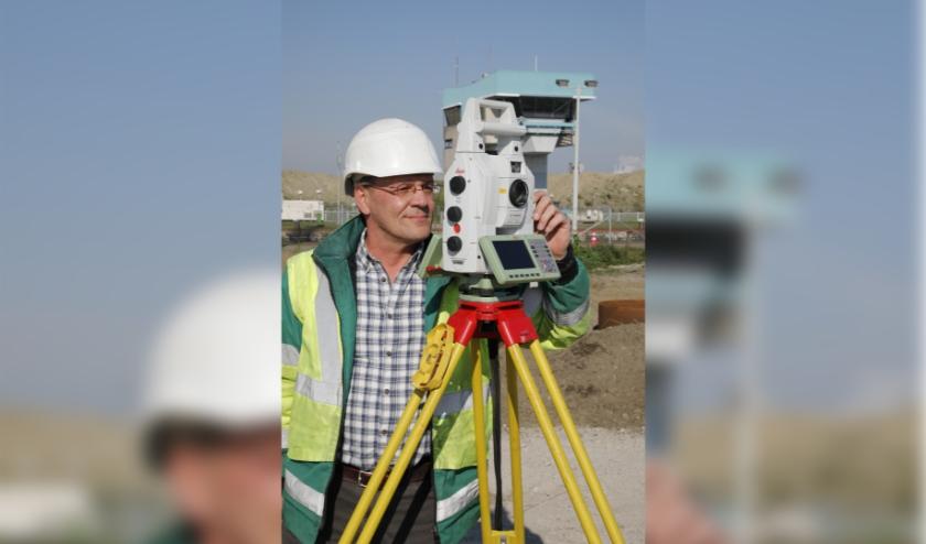 Landmeter Raf De Ryck (52) werkt sinds juni 2018 fulltime aan de Nieuwe Sluis in Terneuzen.