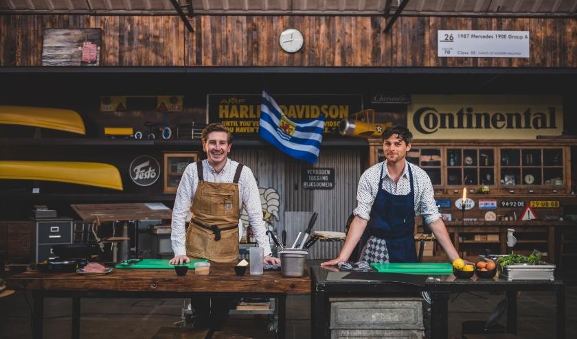 Vergeet Jamie Oliver en Herman den Blijker: Zeeland heeft nu haar eigen YouTube koks. De Zeeuws-Vlaamse vrienden Thijs Joziasse, Kasper Mols, Bob Maes en Rutger-Jan Cleiren trakteren ons op een culinaire show om u tegen te zeggen: Zalig Zeeuws.