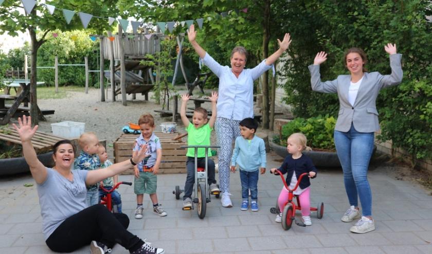 Kinderopvang Zeeuws-Vlaanderen viert vandaag haar veertigjarig jubileum. In het midden directeur-bestuurder Rianne Vons op de locatie Foxkidz Villa Reyntje in Hulst.