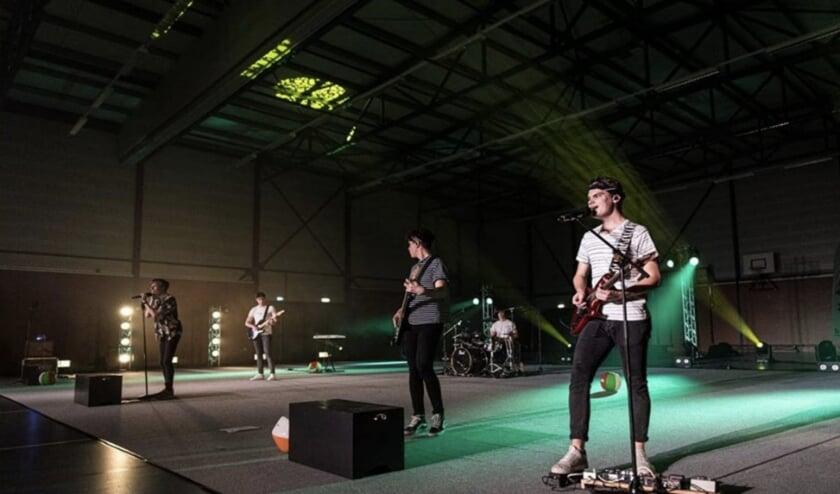 Mika Lossie uit Hulst won een live privé optreden van Gin & Juice. De band gaat optreden in de tuin bij Scouting Hulst.