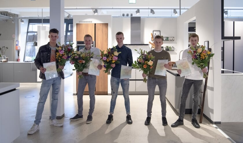 Dinsdag 14 juli hebben vijf monteurs hun diploma Keukenmonteur in ontvangst genomen in het DB Vakcollege van DB KeukenGroep, waar Pelma Keukens in Goes onderdeel van is.