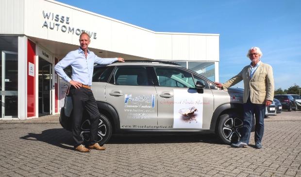 Links Alex van Kerkhoven (Wisse Automotive), rechts festivaldirecteur Rinus Meesen.