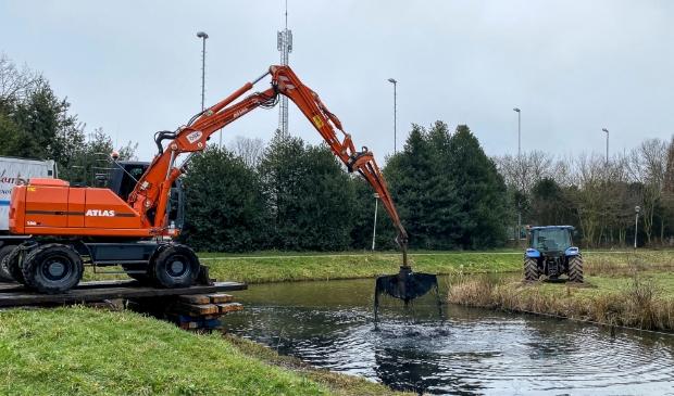 <p>Een constructie in het water om het geheel in goede banen te leiden.</p>