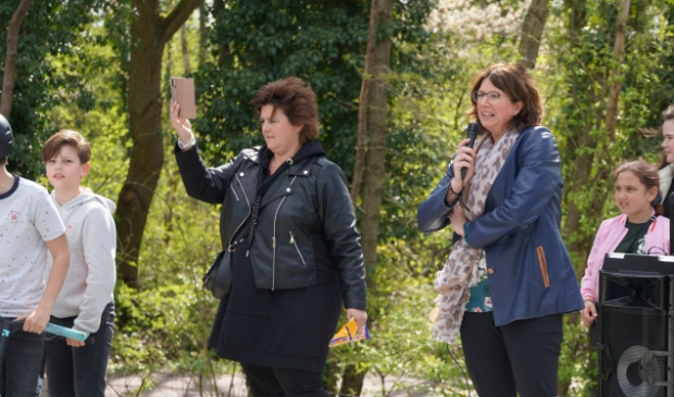 <p>Wethouder Miriam Haagh telt af: 3,2,1,...</p>