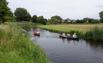 <p>Het Rondje Boxtel is populair. Vanaf het water, zoals hier in Boxtel-Oost nabij De Schrijnwerker, beleef je de omgeving heel anders. (Foto: Henk van Weert, 2015).</p>