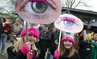 Twee deelnemers van de groep Buurtschap West weten wél wat ze zien... (Foto: Marc Cleutjens).