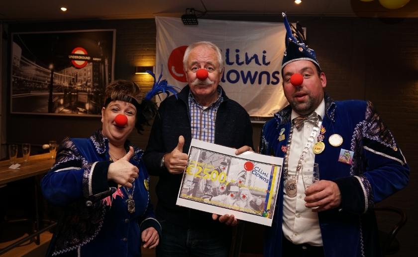 Dorethee , Clini Clown ambassadeur Ben Bouwhuis en Rick droegen eerder 2500 euro over aan Clini Clowns. Dit jaar wordt gespeeld voor KiKa.