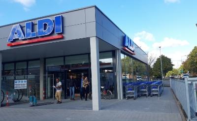 De Aldi-vestiging aan de Brederodeweg is geopend op 1 november 2019 ter vervanging van de twee andere winkels aan de Kapelweg en in winkelcentrum Oosterhof.