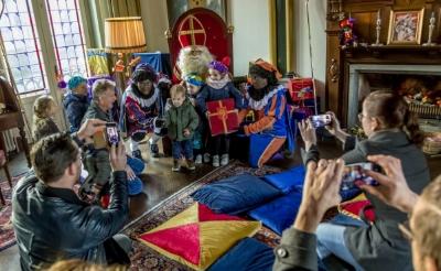 <p>Hoewel de Sint wel op kasteel Stapelen verblijft, mogen kinderen hem niet bezoeken dit jaar.</p>