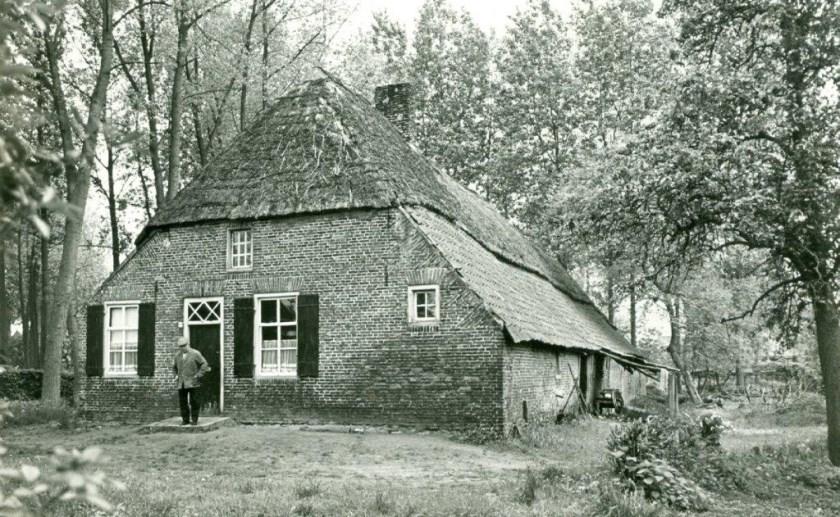 In de lezing van Jan Timmers wordt ingegaan op de ontwikkeling van de boerderij in oostelijk Brabant.