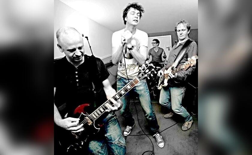 Miles From The Underground Scene is één van de optredende bands.