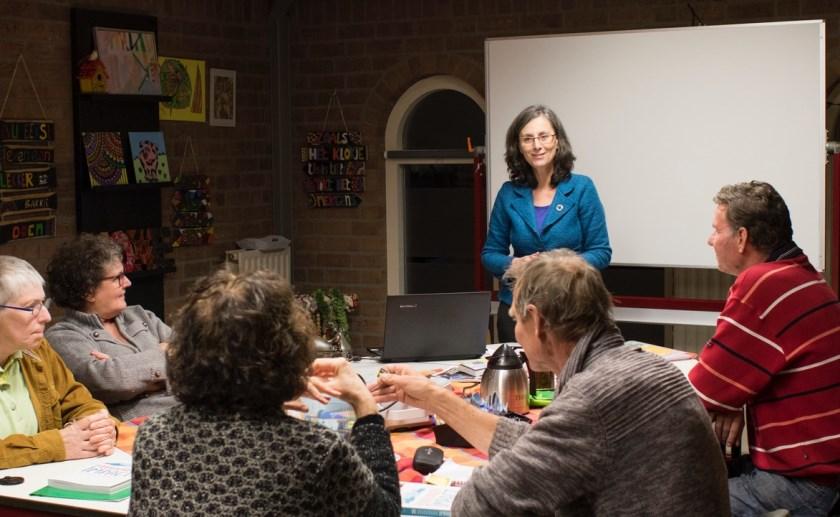 Workshop-leider Mirjam Bemelmans en enkele deelnemers. Foto: Mirjam Henken