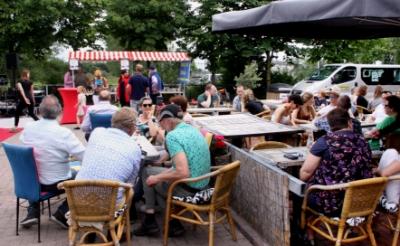 <p>Het terrein van restaurant N9NE aan de Parallelweg Zuid in Boxtel leent zich goed voor evenementen als een drive thru restaurant. Voorgaande jaren organiseerde eigenaar Jos Hermans al vaker foodtruck-evenementen.</p>