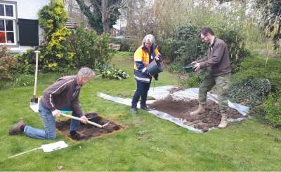 Zo ongeveer zal het er op diverse locaties in Gemonde uitzien op zaterdag 31 augustus en zondag 1 september. Putjes met een omvang van een vierkante meter worden uitgegraven.  (Foto: Wim Wijnands).
