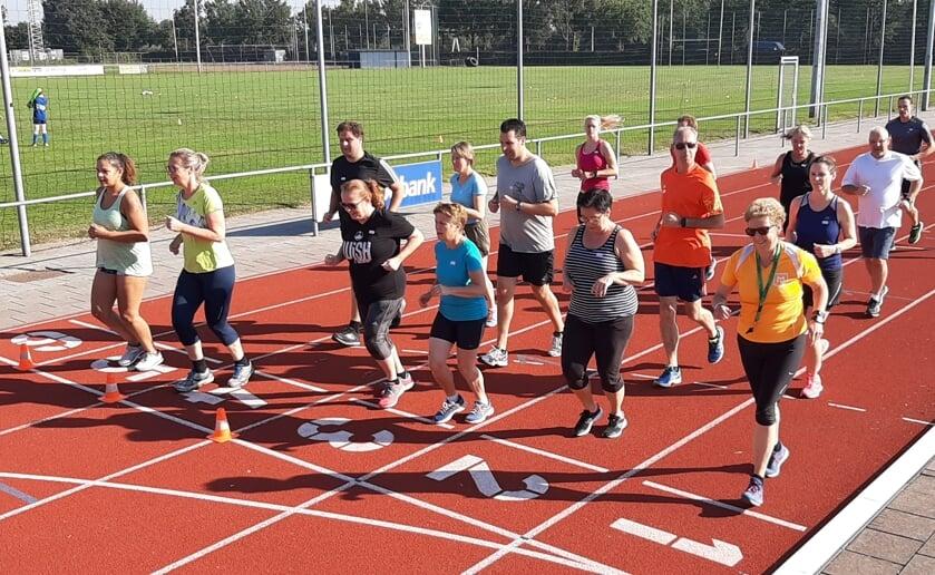 Zeventien sportievelingen zijn bij atletiekvereniging Marvel in Boxtel gestart aan een nieuwe reeks Start To Run.