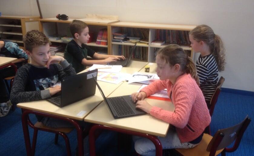 De laptop is een niet meer weg te denken hulpmiddel op school. FOTO: Stock PG.