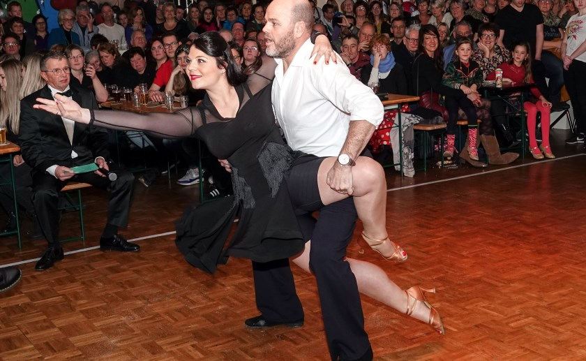 Finalist Bas Geurts en zijn danspartner Silvia van Nistelrooij. Foto: Albert Stolwijk