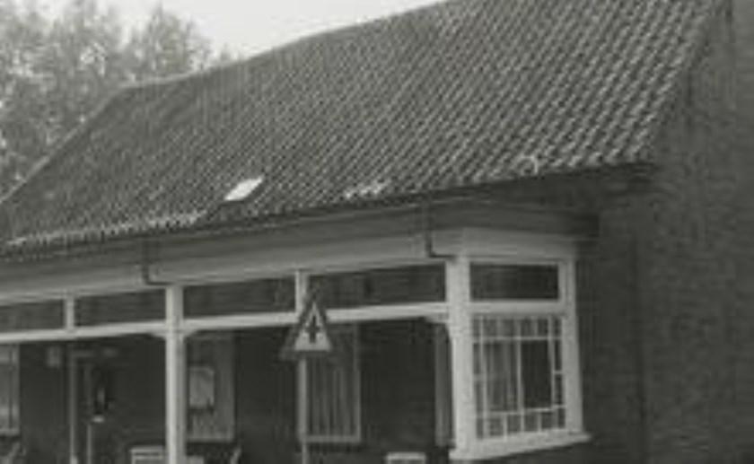 Foto: Café Van der Velden aan de Barrierweg.