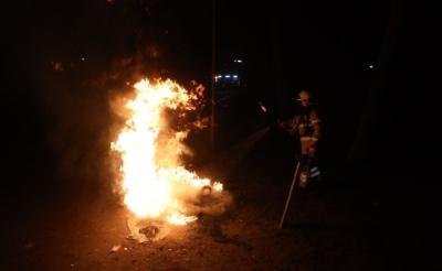 De brandweer moest aan de slag in Park Molenwijk. (Foto: Sander van Gils).