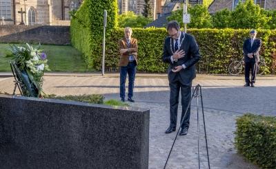<p>Burgemeester Van Meygaarden tijdens de herdenking van vorig jaar.</p>