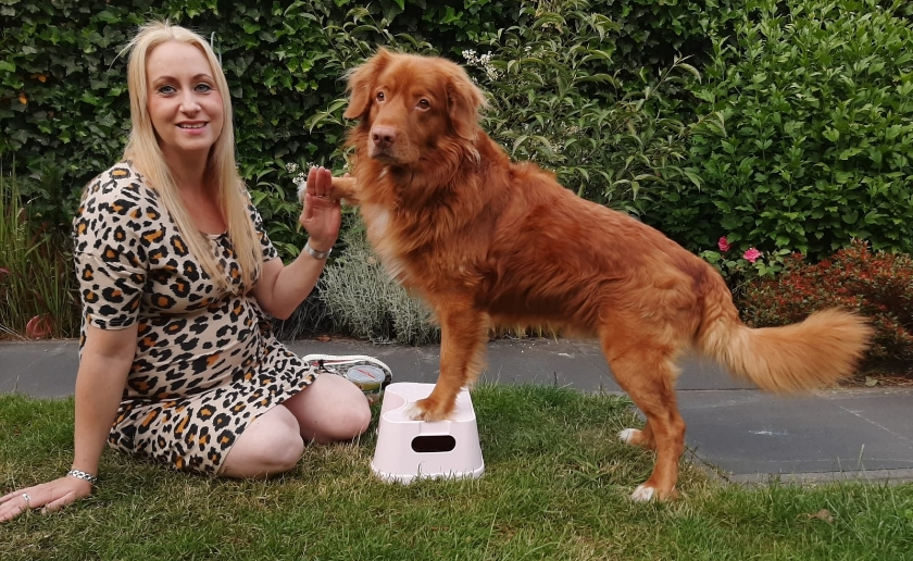 De hoogzwangere Marit Klijn met haar hond Borre waarmee ze al jaren 'danst'.