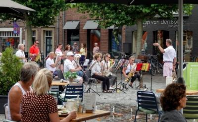 <p>Gezelligheid op de Markt in Boxtel begin augustus. Dit weekend blijft het stil, vooral vanwege het toenemende aantal besmettingen in de regio. (Foto: Albert Stolwijk).</p>
