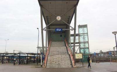 <p>De lift aan de Ladonkzijde van het NS-Station is opnieuw defect. Ondanks dat de problemen met een vervangen onderdeel opgelost zouden moeten zijn...&nbsp;</p>