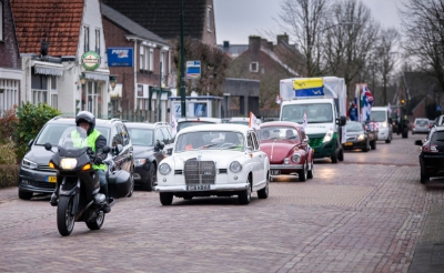 De karavaan van BELL trekt door Liempde. Van daaruit trok de stoet door alle dorpen die sinds 1 januari de gemeente Boxtel vormen. (Foto: Bas van den Biggelaar).