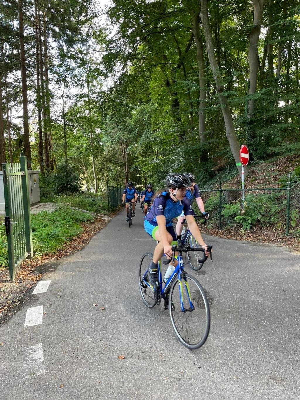 Het fietsproject van De La Salle deed dit jaar de heuvels bij Nijmegen aan, waaronder de beruchte Oude Holleweg.  Foto: Eigen collectie ©