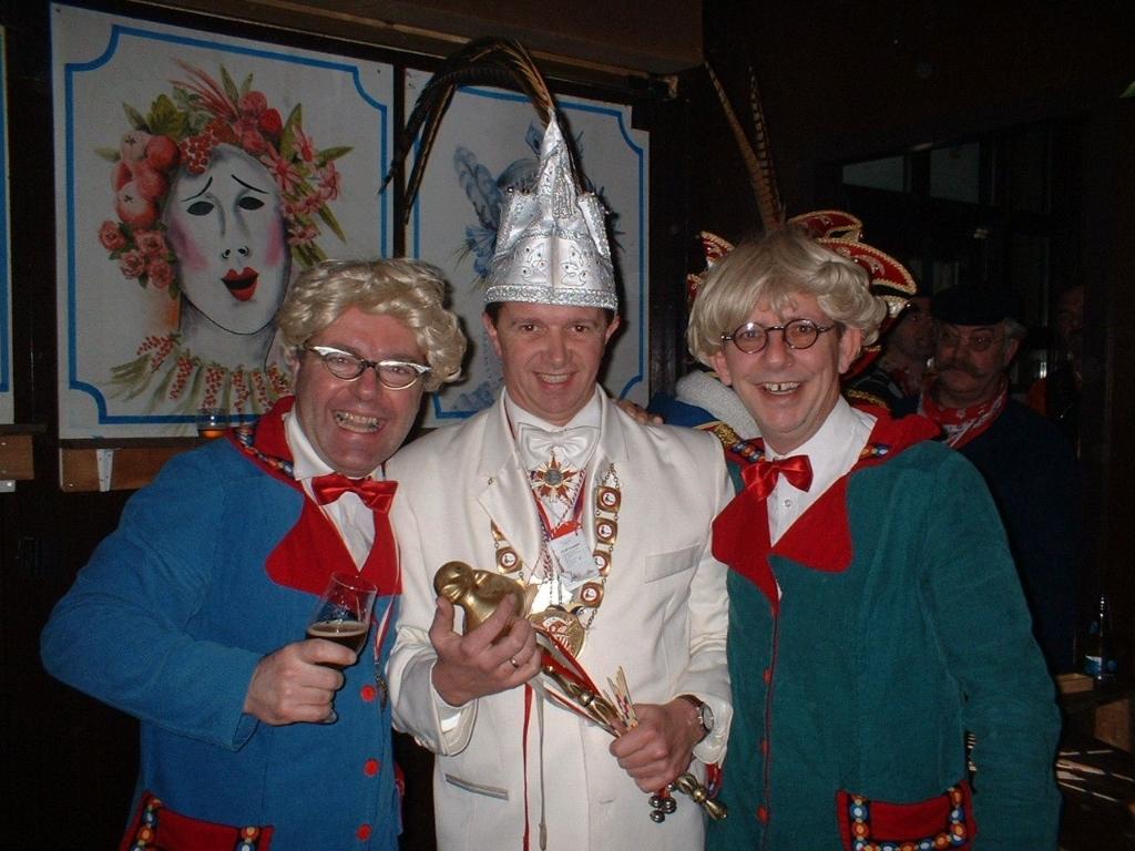 <p>Prins Bart met Frans en Sjors in het Politiek Kaffee.&nbsp;</p> <p>Foto:eigen collectie</p> ©