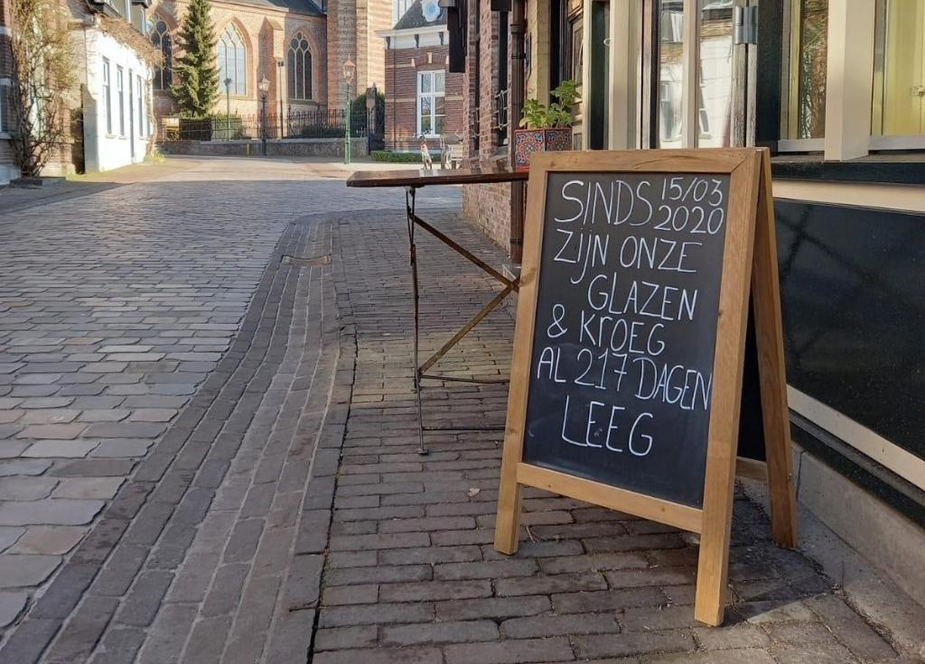 Dit bord bij De Kerk maakt duidelijk waar het om gaat. Foto: Pal Jansen ©