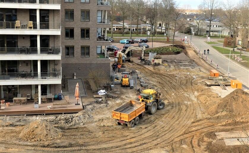 <p>Er wordt hard gewerkt om de bewoners en omwonenden een mooi parkje voor te schotelen. Foto: Ad van de Wetering.&nbsp;</p>