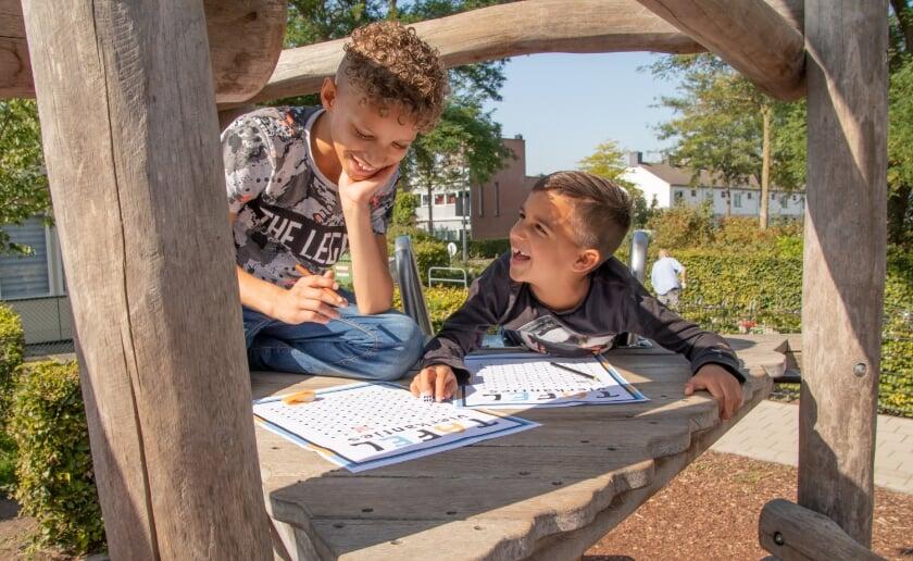 <p>Tijdens de Nationale Buitenlesdag kregen leerlingen van onder meer de Molenwijkschool en de Willibrordusschool les op een buitenlocatie. Foto: IVN/Jantje Beton.&nbsp;</p>