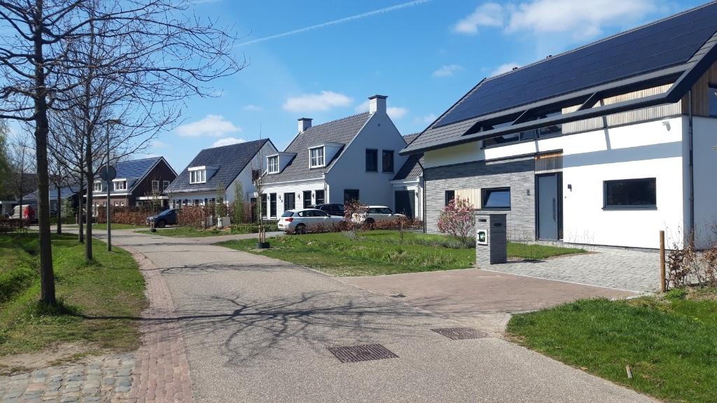 <p>Elf vrijstaande woningen aan de Munselse Hoeve zijn de afgelopen jaren opgetrokken in een kenmerkende lintbebouwing van de oude buurtschap Munsel.</p> Foto: Henk van Weert ©
