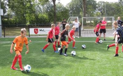 Bij DVG in Liempde kunnen kinderen hun dribbeldiploma behalen. (Foto: eigen collectie).