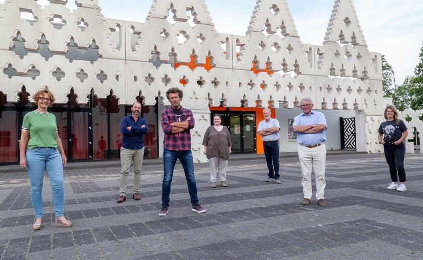 <p>Het bestuur van Podium Boxtel verlangt weer naar mooie avondjes in het lokale theater aan de Burgakker. (Foto: Hans van Doorn).</p>