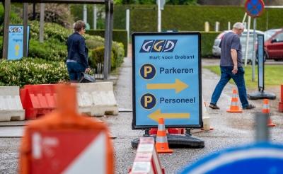 <p>Meteen vanaf de eerste prik is het vrijdag bij sportcomplex De Braken een komen en gaan van mensen die een coronavaccin komen halen.</p>