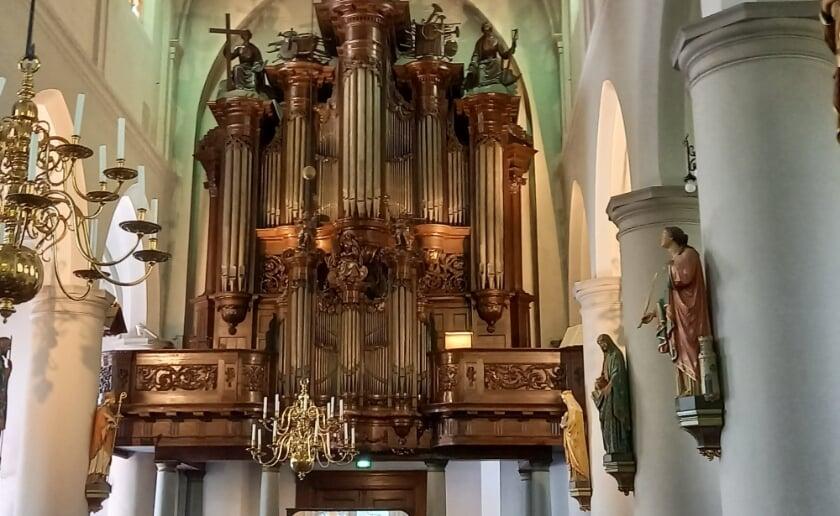 <p>Het grootse Smitsorgel is een van de blikvangers in de Sint-Petrusbasiliek in Boxtel. Enkele jaren geleden werd het nog helemaal gerestaureerd. Zondag 11 juli bespeelt Tommy van Doorn het instrument.&nbsp;</p>