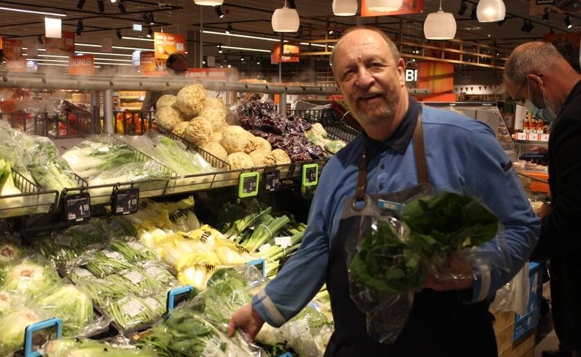 Na 46 jaar groenteman te zijn geweest neemt Jo Schuller afscheid. Foto: Wendy van Lijssel