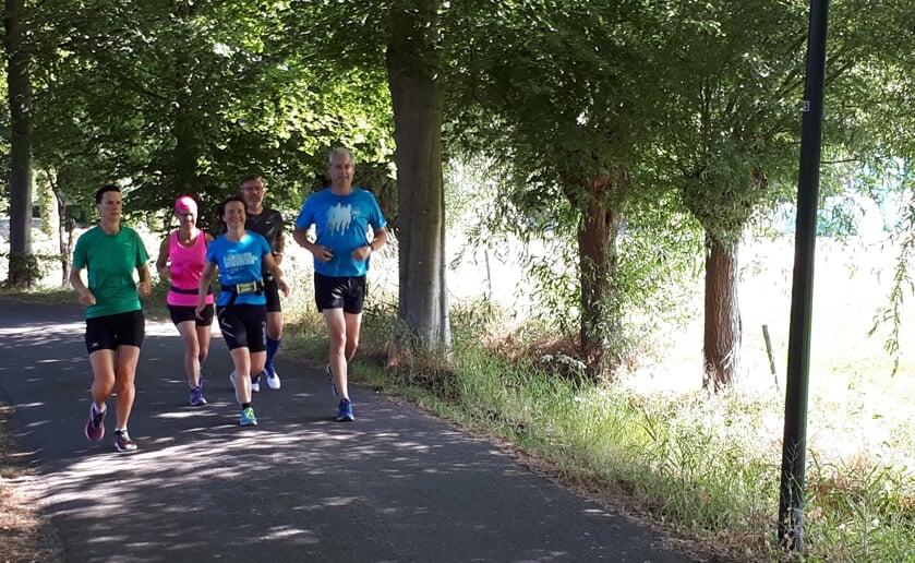 <p>Deelnemers aan Start to Run bij av Marvel in Boxtel bereiden zich voor op het lopen van (bijvoorbeeld) de halve marathon van Eindhoven. (Foto: eigen collectie).</p>