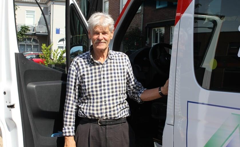 Frans Daniëls is al vanaf dag één actief als voorzitter en chauffeur van Buurtbusvereniging Boxel. Foto Wendy van Lijssel