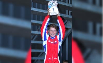 <p>Bijzonder blij is karttalent Max van Hout met de eerste plek. De Gemondenaar wil erg graag zijn vierde landelijke jeugdtitel veroveren. Er zijn nog wat rondes te gaan, maar zijn optreden van afgelopen weekeinde in Venray was overtuigend. (Foto&#39;s: Foto: Bas Kaligis/RaceXpress.nl).&nbsp;</p>