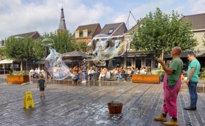 Bellentuin biedt kindervermaak op de Markt tijdens Bockesprongen. Volwassenen kunnen er ook wat van.