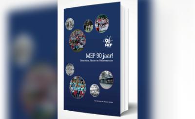 Cover van het 288 pagina's en 300 afbeeldingen tellende jubileumboek over de 90-jarige historie van de Boxtelse hockeyclub MEP Foto: eigen collectie ©