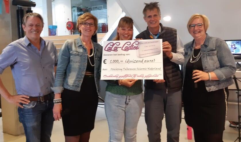 vlnr: Jos Scheurink (bestuurslid STSN), Frenchi Leegstraten (LaLa-Ladies), Britt Kersten, Jan-Paul Wagenaar (voorzitter STSN), Hildegard Kruisbergen (LaLa-Ladies)