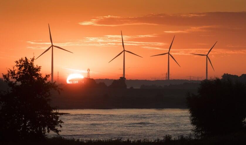 <p>Windpark Nijmegen Betuwe in Ressen, gezien van de dijk in Beuningen.</p>